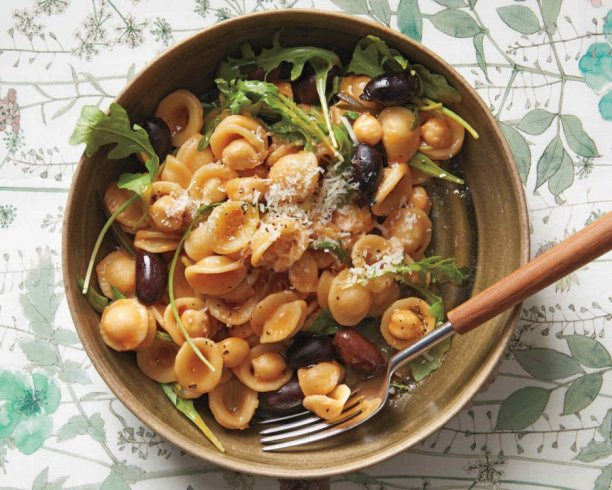 One-Pan Orecchiette with Chickpeas and OPHELLIA Olives